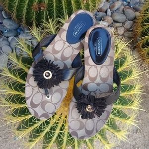 🚺COACH sandals